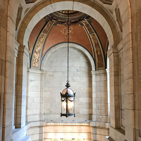 THE NEW YORK PUBLIC LIBRARY - A PEACEFUL OASIS ON FIFTH AVENUE